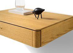 Das float Beimöbel von TEAM 7 mit liebevollen handwerklichen Details ✓ Aus reinem Naturholz ✓ Wahlweise mit Glasdeckplatte ✓ Passend zum TEAM 7 float Bett.