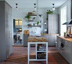 Aranżacje wnętrz - Kuchnia: Kuchnia IKEA - Kuchnia, styl vintage - IKEA. Przeglądaj, dodawaj i zapisuj najlepsze zdjęcia, pomysły i inspiracje designerskie. W bazie mamy już prawie milion fotografii!