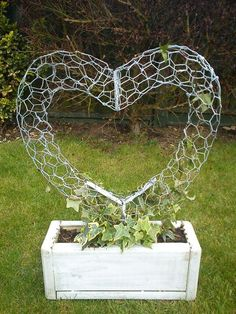 Wire Heart topiary fram by ~123-P-P-H-123 on deviantART - i like the look of this, can also be done stuffed with moss and soil as a succulent sculpture: