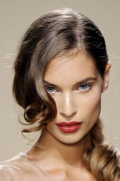 Coiffure mariage : lightly lined eyes, white eyeliner on waterline and inner corners, highlighter o… Ponytail Hairstyles, Hairstyles With Bangs, Pretty Hairstyles, Wedding Hairstyles, Bridal Hairstyle, Summer Hairstyles, Wavy Ponytail, Elegant Ponytail, Amazing Hairstyles