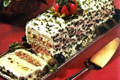 20 frosted party sandwich loaf recipes to make. or avoid - Click Americana - Frosted ribbon sandwich loaf recipe, from 20 frosted party sandwich loaf recipes to make… or avoi - Sandwich Platter, Sandwich Loaf, Gross Food, Weird Food, Retro Recipes, Vintage Recipes, Vintage Food, Loaf Recipes, Sandwich Recipes
