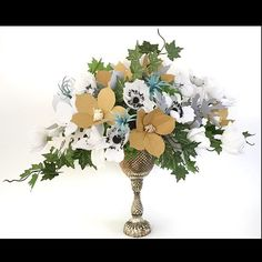 Centerpiece of paper flowers by Paper Portrayals  #paperflowers #pin #anemone #ivy #gold #wedding #botanicalart