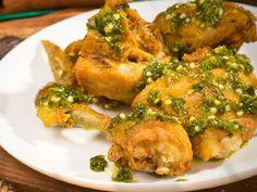 Resep Lebaran ; Cara Membuat Ayam Cabe Ijo  Coba ya resepAyam Cabe Ijo siapa tahu cocok dengan selera dalam suasana lebaran nanti.  ResepAyam Cabe Ijo  Bahan Bahan:  1 ekor ayam broiler cuci bersih potong 8 bagian  1 sdm air jeruk nipis  2 sdt garam  3 sdm minyak goreng untuk menumis  2 lembar daun jeruk  1 buah serai memarkan pangkalnya  Bumbu Halus:  8 butir bawang merah  5 siung bawang putih  10 buah cabai hijau besar  5 buah cabai rawit hijau  3 cm jahe  2 cm kunyit  3 butir kemiri  1…