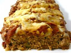 Skinny Pizza Meatloaf from Skinny Kitchen, This meatloaf is packed with the yummy flavors of a slice of pizza and smothered with them on top. Each dreamy 2 slice serving has 225 calories, 6 grams of fat and 6 Weight Watchers POINTS PLUS. Skinny Recipes, Ww Recipes, Light Recipes, Cooking Recipes, Healthy Recipes, Cleaning Recipes, Healthy Foods, Cooking Tips, Advocare Recipes