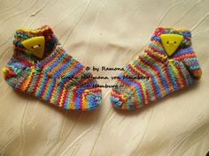 ~ NEU ~ handgestrickte Babysocken ~ Sneaker ~ Fußlänge ca. 8 cm ~ (0013)