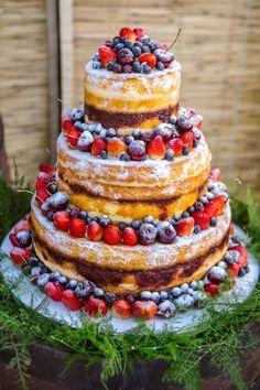 Bolo de casamento colorido | Bolo moderno | Naked Cake | Bolo | Cake | Bolo de Casamento | Wedding Cake | Casamento | Wedding | Mesa colorida | Detalhes | Details | Inesquecível Casamento
