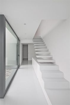 DJ house in Carcavelos Portugal by ida Arquitectos - picture by João Morgado Interior Stairs, Interior Architecture, Exterior Design, Interior And Exterior, Dj House, Stair Detail, Modern Stairs, House Stairs, Staircase Design