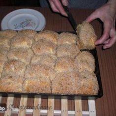 Galuste de aur(Arany galuska) Cookie Recipes, Dessert Recipes, Romanian Desserts, Angel Food Cake, Pastry Cake, Dessert Drinks, Food Cakes, Love Food, Candy