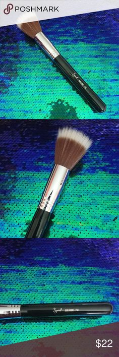 Sigma F50 duo fiber foundation face brush New never used from Sigma. F50 duo fiber stippling brush. Shows some scratches from sitting in my drawer but never used. Sigma Beauty Makeup Brushes & Tools