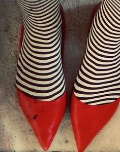 witchy stockings w/ red shoes - fantastic I think you should wear this to work on Halloween...ahahah