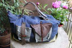 Ovvero riciclando i blue jeans!!! Ecco le ultime borse di Tekoa Milano. É stato molto divertente rivisitareil denim e i cotoni pesantirecuperati. Il risultato: borse forti, capienti, colorate, mo…