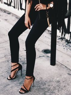 Edgy and chic outfit idea - black fringe jacket, black skinny jeans, Saint Laurent black suede crossbody bag with gold hardware, and suede strappy sandals Look Fashion, Fashion Beauty, Winter Fashion, Womens Fashion, Fashion Trends, Fashion Black, Milan Fashion, Fashion Shoes, Fashion Outfits