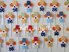 Essas tags suspensas de palhacinhos darão um charme a mais em sua mesa de doces...  Super coloridas e divertidas... elaboradas em scrap! R$1,50