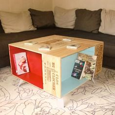 Table basse fait main avec caisses de vin et pieds compas