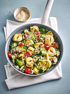 Vegetarian tortellini pan, a popular recipe from the vegetable category. Ratings: Average: Ø Vegetarian tortellini pan, a popular recipe from the vegetable category. Ratings: Average: Ø Vegetarian Pasta Recipes, Veggie Recipes, Lunch Recipes, Easy Dinner Recipes, Easy Meals, Cooking Recipes, Healthy Recipes, Chef Recipes, Fall Recipes
