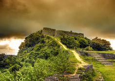 Katsuren Castle  Katusuren Castle is located on the Katsuren Peninsula on the eastern coast of Okinawa. Today, the ruins of the castle are an educational attraction, hosting tourists, schoolchildren, amateur historians, and curious passersby.