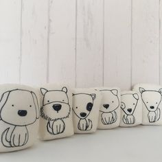 Trendy sewing pillows for kids fabrics Ideas Sewing Projects For Beginners, Easy Sewing Projects, Sewing Crafts, Embroidery Patterns, Machine Embroidery, Sewing Patterns, Pillow Patterns, Easy Baby Blanket, Fabric Purses