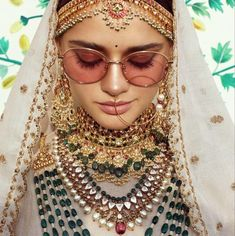 Sabyasachi is not just a brand that's well-known couture, but jewellery as well. You can don some of the most imperial and royal wedding necklace designs by Sabyasachi Jewelry for your wedding. Let's have a look at these exotic neck pieces! Sabyasachi Bride, Bridal Jewelry Sets, Bridal Jewellery, Gold Jewellery, Jewlery, Emerald Jewelry, Neck Piece, Bride Look, Freundlich