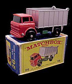 Lesney Matchbox 26 GMC Tipper Truck BPW Mint BoxBlack Plastic WheelsMint in box. Vintage Toys 1960s, Vintage Diy, Vintage Ideas, Old School Toys, Corgi Toys, Matchbox Cars, Classic Chevy Trucks, Metal Toys, Hot Wheels Cars