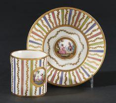 SEVRES - Gobelet litron et sa soucoupe en porcelaine tendre de Sèvres de la[...] | Dans la vente Porcelaines Anciennes à Pescheteau-Badin