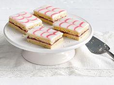 Aleksanterinleivokset Eat Happy, Vanilla Cake, Pancakes, Cheesecake, Sweets, Baking, Breakfast, Desserts, Food