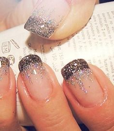 french nails short Natural - DIY French Nail Tips At Home - Nageldesign Natur Frensh Nails, New Year's Nails, Love Nails, Glitter Nails, Pretty Nails, Hair And Nails, Silver Glitter, Sparkly Nails, Black Silver