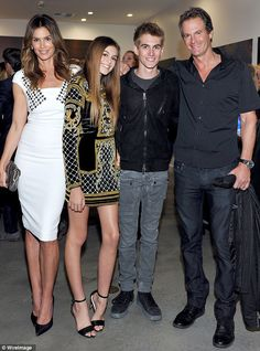 Cindy Crawford Steps Out With Her Family and Everyone Looks Absolutely Perfect Again Cindy Crawford, Kaia Jordan Gerber, Presley Walker Gerber, Rande Gerbe Kaia Gerber, Kaia Jordan Gerber, Presley Walker Gerber, Celebrity Kids, Celebrity Style, Cindy Crowford, Kaia Crawford, Cindy Crawford Daughter, Supermodels