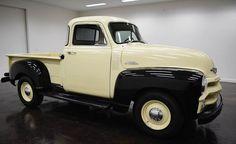 1954 Chevrolet 3100 5 Window Pickup: avec 2 portes  de transmission manuel 3 de vitesse et de couleur noir et tan à l´intérieur et tan à  l´extérieur, kilométrage de 903 milles et d´un moteur  6 cyl. 235 CI avec des roues de 16 pouces; Numéros vin utilisés: H54A008572 et les numéros ne sont pas assortis.  Ce vehicule est disponible à la vente, contactez nous sur: www.misterdeals.com / ou appelez-nous sur: 08-05-08-02-81 si ce vehicule vous interesse.   Nos prix sont: 17,000 euros.