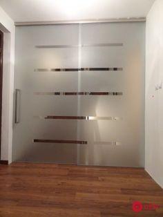 Sklenená stena s posuvnými dverami