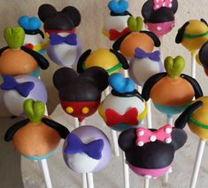 12 mickey mouse Club House cake pops por Chevonscouturesweets