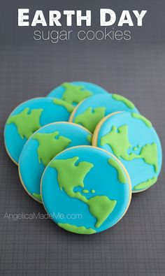 Globe decorated sugar cookies to celebrate Earth Day.