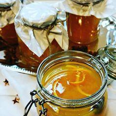 """Ein 🌟 """"Spyciges Weihnachtsgelee"""" 🌟 habe ich hinter dem bereits 13. (!) Türchen für euch... Wahnsinn wie did Zeit vergeht... Mit dabei sind Ingwer, Orange, Sternanis usw. - am besten am Blog nachschauen 😉 #igersaustria #vegan #weihnachten #christmas #blogging #foodblog #glutenfree #glutenfrei @thefeedfeed #thefeedfeed #gift #marmelade #gelee #orange #geschenkeausderküche #katcreatescakes #adventskalender"""