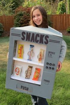 DIY Halloween Costume Ideas {Living Creative Thursday} Thrifty and Thriving made an adorable Candy Vending Machine Costume. featured on Feature article Costume Halloween, Spooky Halloween, Diy Halloween Costumes For Kids, Fete Halloween, Creative Costumes, Couple Halloween, Halloween Recipe, Women Halloween, Halloween Decorations