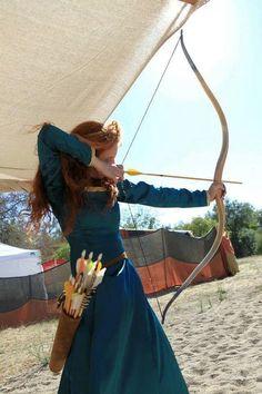 . Mounted Archery, Archery Bows, Archery Girl, Vestido Medieval, Longbow, Bow Hunting, Merida Costume, Merida Cosplay, Woman Archer