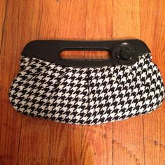 "♣️◻️Black & white checkered purse!◻️♣️ Stylish black & white checkered purse. It has plenty of room for your cell phone, camera, money, and makeup. It's measures 11"" X 1/2"" X 6"". Bundle to save on shipping. NO TRADES, sorry! Chateau Bags Clutches & Wristlets"