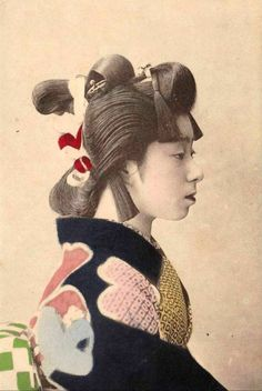 Photo profile of a young woman in kimono with elaborate hair-do. Japan, early 20th century