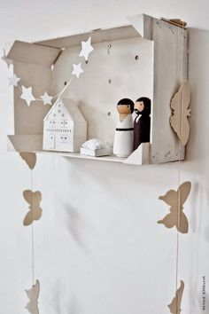 A beautiful Christmas home by Dutch stylist 4 Wrapping Ideas, Christmas Decorations, Christmas Ornaments, Holiday Decor, Scandinavian Style Home, Theme Noel, Halloween Party Decor, Diy Weihnachten, Simple Weddings