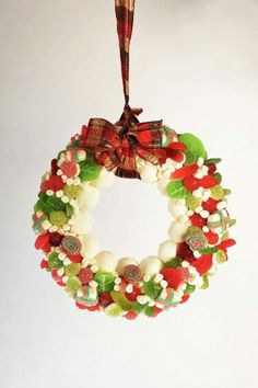 #Corona de #navidad con muchas #chuches.