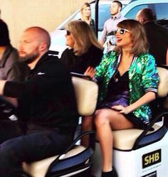 Andrea and Taylor in a golf cart pre-show // 1989 Tour: London All About Taylor Swift, Taylor Alison Swift, 1989 Tour, Swift 3, American Singers, Role Models, Ariana Grande, My Best Friend, My Girl