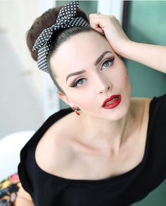 """Love playing with the new Master Palette by Mario used shades """"Isabel"""", """"Lula"""" and """"Hollywood"""" Hair scarf """"Aida"""" by ❤️ Pin Up Girl Vintage, Look Vintage, Vintage Glam, Vintage Models, Vintage Beauty, Vintage Fashion, Vintage Pins, Rockabilly Pin Up, Rockabilly Fashion"""