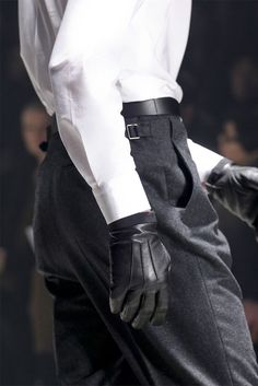 high-waisted wool trousers & leather gloves // Lanvin F/W 12 Lanvin, Black And White Outfit, Tailored Suits, Looks Cool, Cool Suits, Shirt Sleeves, Menswear, Mens Fashion, Fashion Black
