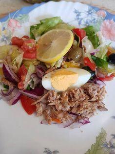 Tonhalsaláta gazdagon Cobb Salad, Salads, Paleo, Mexican, Healthy Recipes, Ethnic Recipes, Kitchen, Food, Bulgur