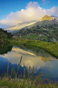 La llegenda de Netú, el gegant dels Pirineus.   El Congost de Montrebei  El massís de les Maladetes, Pirineu d'Osca, Benasc, Val d'Aran.