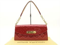 You acquired a date considering the night-time - until you'll need a stlylish grip to finalize your look. Louis Vuitton Shoulder Bag, Evening Bags, Cosmetic Bag, Clutch Bag, Louis Vuitton Monogram, Dust Bag, Pouch, Purses, Night Time