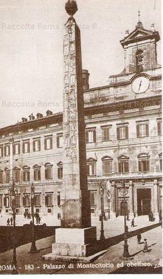 """Montecitorio. L'Obelisco egizio (di Psametico II), alto 34 m., fu riportato alla luce nel 1748 al Largo dell'Impresa, (e trasportato in questo luogo solo nel 1789) da un """"sampietrino"""" romano: Nicola Zabaglia Anno: Inizi '900."""