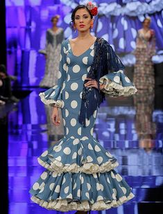 SIMOF 2018: el desfile de Yolanda Moda Flamenca, en fotos / Raúl Doblado Flamenco Costume, Spanish Fashion, Blue And White Dress, Gowns Of Elegance, Gypsy Style, Dress Patterns, African Fashion, Beautiful Dresses, Polka Dots