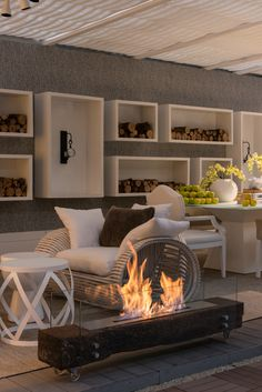 Discover recipes, home ideas, style inspiration and other ideas to try. Ethanol Fireplace, Home Fireplace, Modern Fireplace, Fireplace Design, Chimney Decor, Moderne Pools, Minimalist Room, Contemporary Interior, Home Interior Design