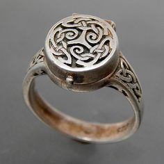 VINTAGE CELTIC STERLING SILVER BORGIA POISON RING - SIZE 6.75 – Gold Stream Boutique