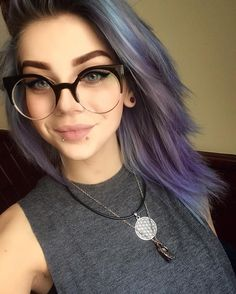 Stunning Snakebites Lips Piercings (Stud, Spiral, Ring) You May Try - Page 37 of 54 - Diaror Diary Piercings, Lip Piercing Stud, Snake Bite Piercing, Hair Inspo, Hair Inspiration, Character Inspiration, Komplette Outfits, Emo Hair, Girls With Glasses