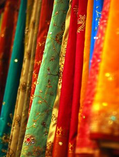 Indian Sari stack - I always liked the atmosphere of a sari shop. Missing the world of colorful saris back All The Colors, Vibrant Colors, Colorful, India Colors, Rainbow Connection, Sari Fabric, Sari Silk, Textiles, Wedding Fabric
